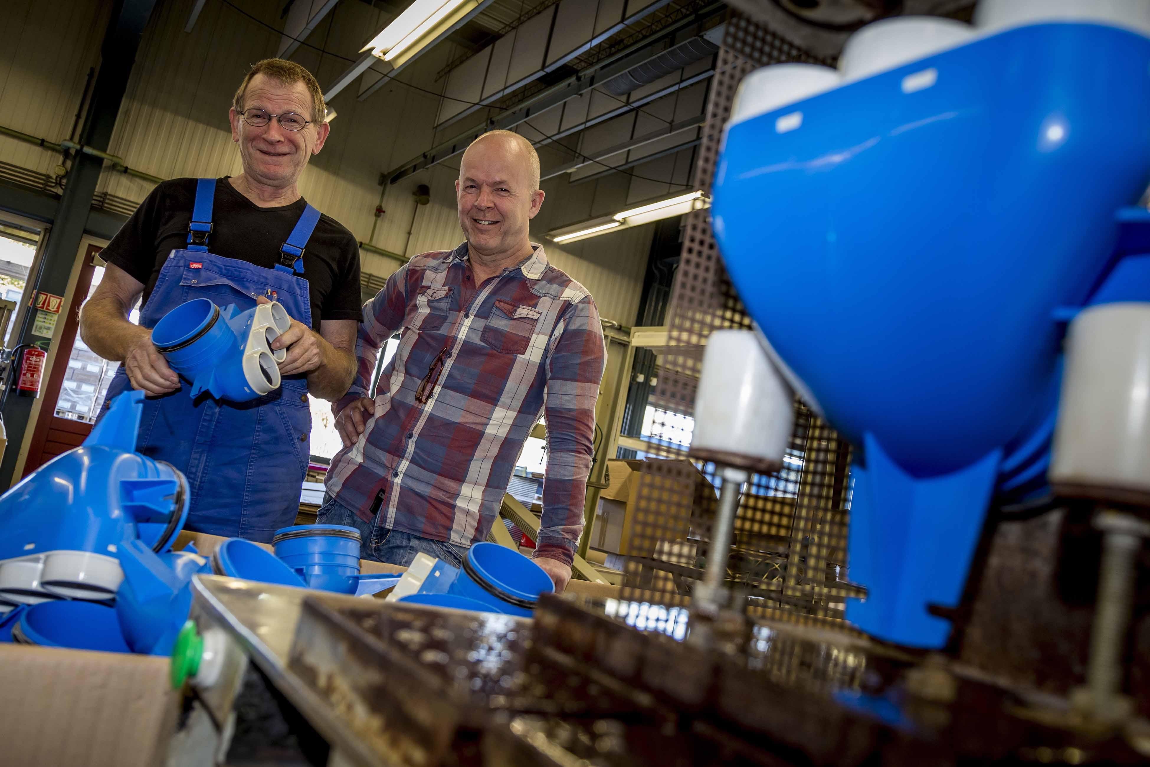 Kees van Balkom en Sjaak Brok van de Technische Dienst van Baanbrekers.
